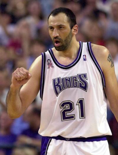 Vlade Divac quando ancora vestiva la jersey dei Sacramento Kings