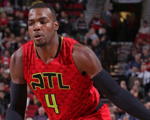 PORTLAND, OR - JANUARY 20: Paul Millsap #4 of the Atlanta Hawks dribbles the ball against the Portland Trail Blazers on January 20, 2016 at the Moda Center Arena in Portland, Oregon. NOTE TO USER: User expressly acknowledges and agrees that, by downloading and or using this photograph, user is consenting to the terms and conditions of the Getty Images License Agreement. Mandatory Copyright Notice: Copyright 2016 NBAE (Photo by Sam Forencich/NBAE via Getty Images)