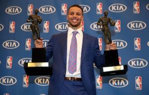 Steph Curry con i due titoli di MVP stagionale, vinti nel 2015 e nel 2016