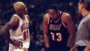 Dennis Rodman dei Chicago Bulls a muso duro con Mourning