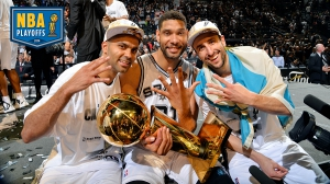 I Big Three mostrano alle telecamere il numero di titoli vinti, tutti con la maglia degli Spurs