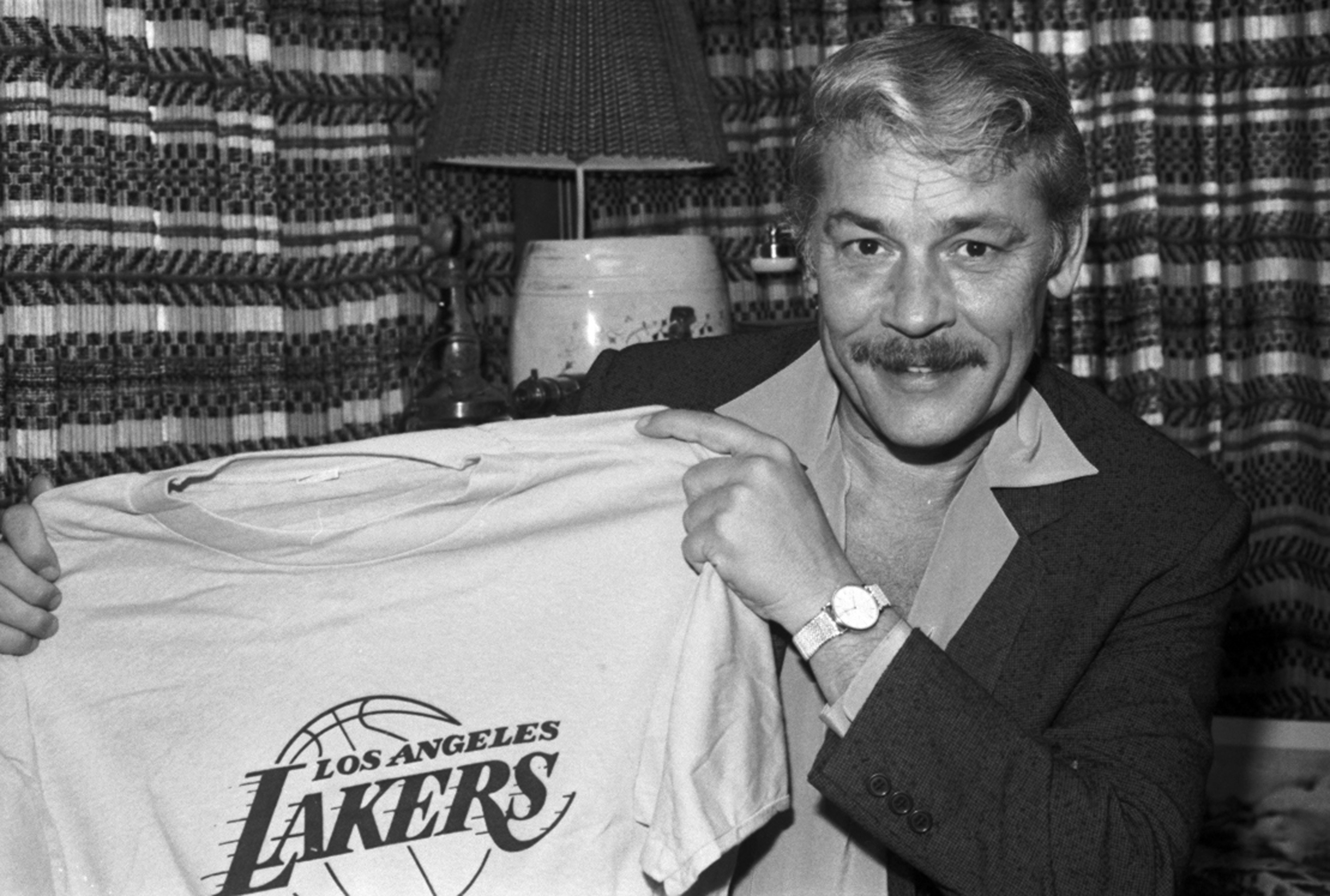 lakers Jerry Buss showtime