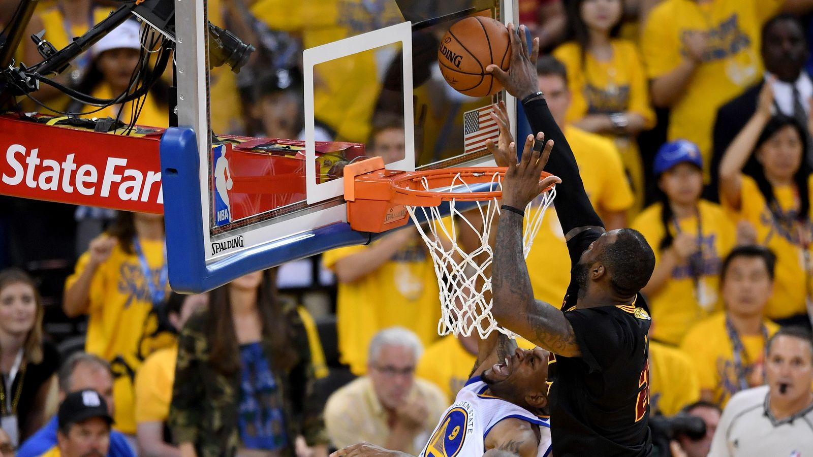 LeBron James-Elimination-game-LeBron James stoppa Iguodala