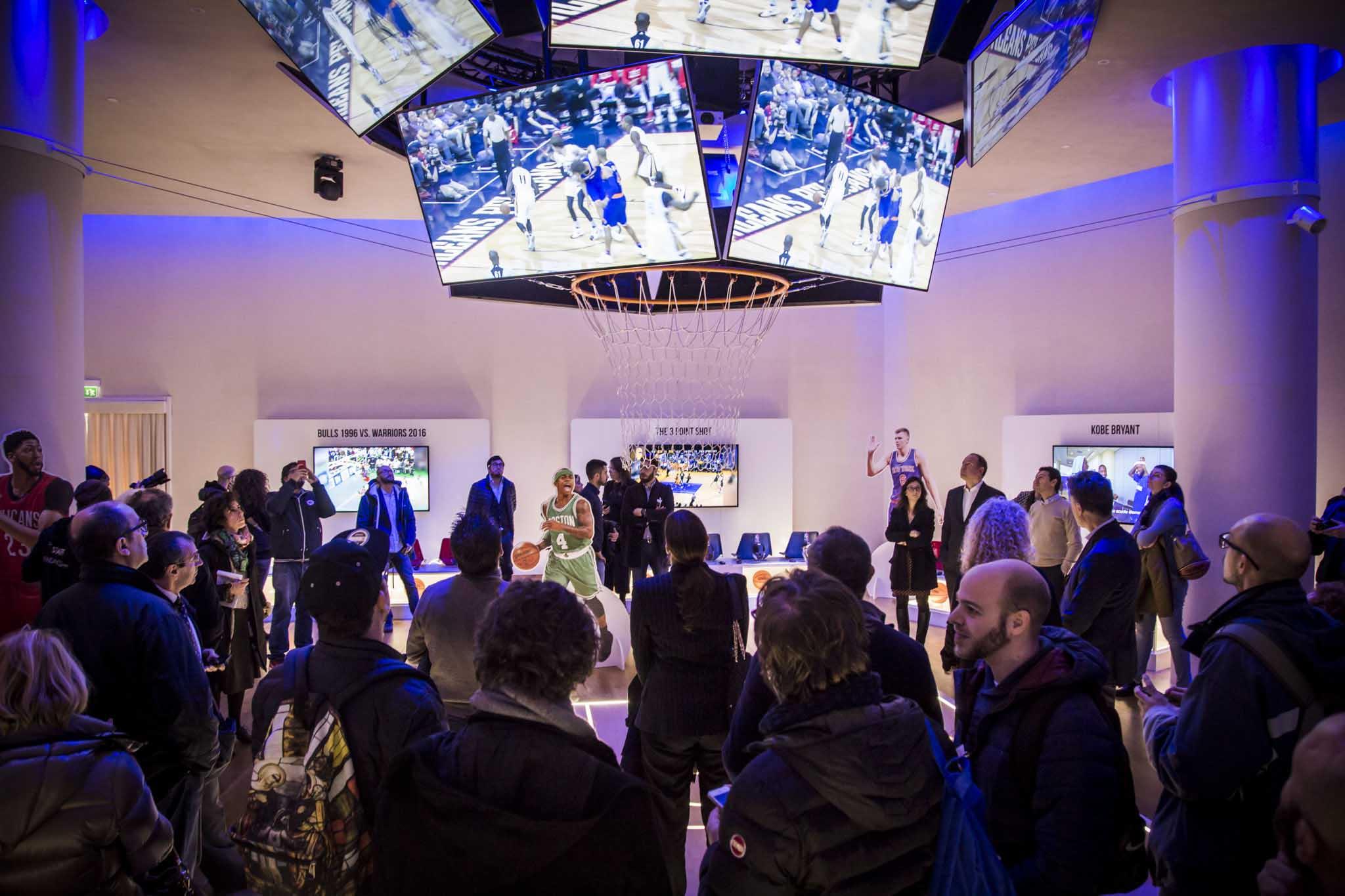 Nba digital exhibition l 39 incontro tra arte sport e for Samsung arena milano