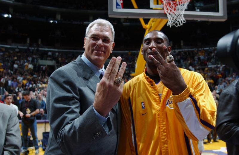 Bryant and Jackson mostrano l'ultimo anello vinto