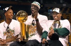 Allen, Garnett e Pierce, con i due trofei, alla parata celebrativa del 2008