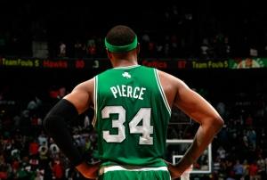 Paul Pierce con la maglia numero 34 dei Celtics. Il trifoglio sul retro fu introdotto nel 2005