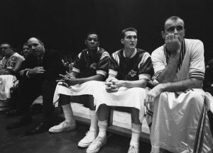 Da sinistra: coach Alex Hannum, Elgin Baylor, Jerry West e Bob Pettit