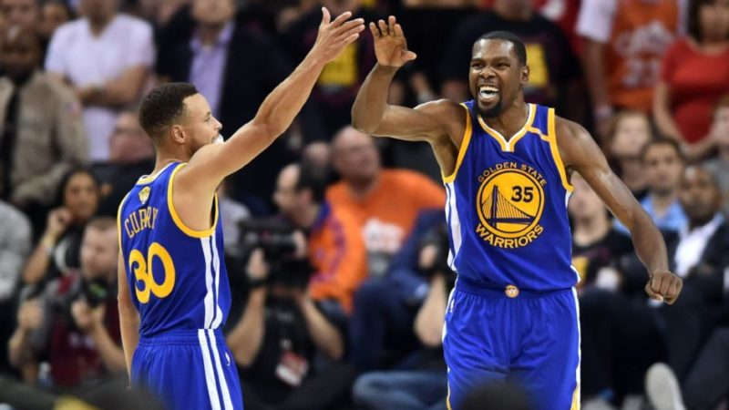 Finali Nba: i Warriors spazzano via Cleveland, ora conducono per 2-0