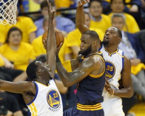 Green e Durant contro Lebron