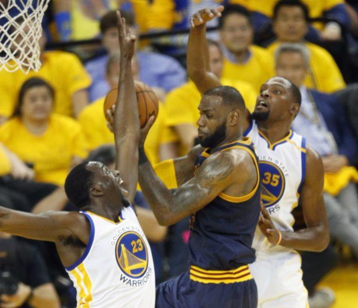 Finali Nba: i Warriors spazzano via Cleveland, ora conducono per 2-0