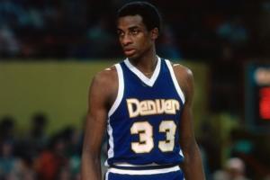 David Thompson con la maglia numero 33 dei Nuggets
