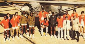 Gli Spirits al completo in una foto di gruppo del 1974