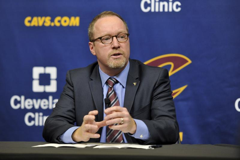 David Griffin che parla in conferenza stampa