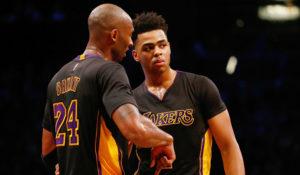Kobe dà istruzioni a D'Angelo Russell, giovane (e vana) speranza dei nuovi Lakers