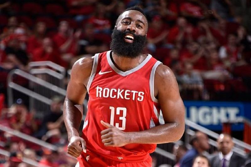 lotta MVP-euro step-James Harden, specialista dell' euro step.