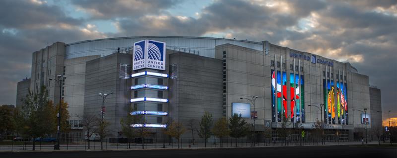 Partiamo dall'inizio dell'antenato dell'odierno United Center, il mitico Chicago Stadium. Inaugurato il 28 marzo del 1929, Il Chicago Stadium ha ospitato numerosi eventi sportivi