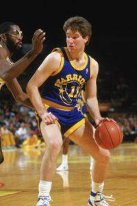 Il rookie Chris Mullin con la divisa utilizzata dagli Warriors fino al 1989
