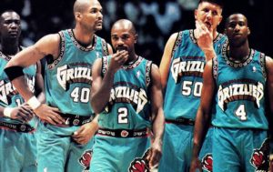 Quintetto 'cult' dei Vancouver Grizzlies 1995-96. Da sinistra, Chris King, Antonio Harvey, Greg Anthony, Bryant Reeves e Byron Scott