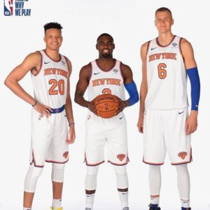 Kevin Knox (#20), Tim Hardaway Jr. (#3) e Kristaps Porzingis (#6) al media day 2018/19 dei Knicks