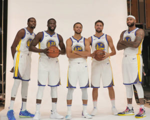 Il 'Dream Team' 2018/19 degli Warriors. Da sinistra, Kevin Durant, Draymond Green, Stephen Curry, Klay Thompson e DeMarcus Cousins