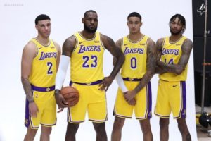 LeBron James (#23) con i giovani talenti dei Lakers, Lonzo Ball (#29, Kyle Kuzma (#0) e Brandon Ingram (#14)