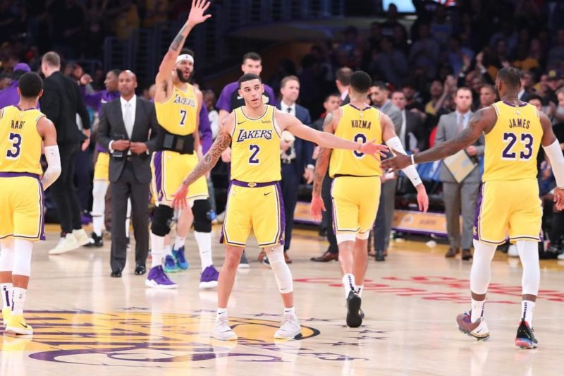 LeBron James su Lonzo Ball-Lonzo Ball, Los Angeles Lakers vs Denver Nuggets at Staples Center