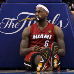 lebron-james-seduto-miami-heat
