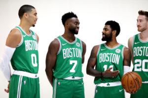 Vecchie e nuove star dei Boston Celtics. Da sinistra, Jayson Tatum, Jaylen Brown, Kyrie Irving e Gordon Hayward