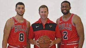 Da sinistra, Zach LaVine, Fred Hoiberg e Jabari Parker. Dopo due mesi, solo uno di loro fa ancora parte dei Chicago Bulls 2018/19