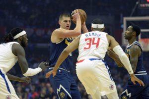 Nikola Jokic marcato da Montrezl Harrell e Tobias Harris. Nuggets e Clippers hanno iniziato alla grande questo 2018/19