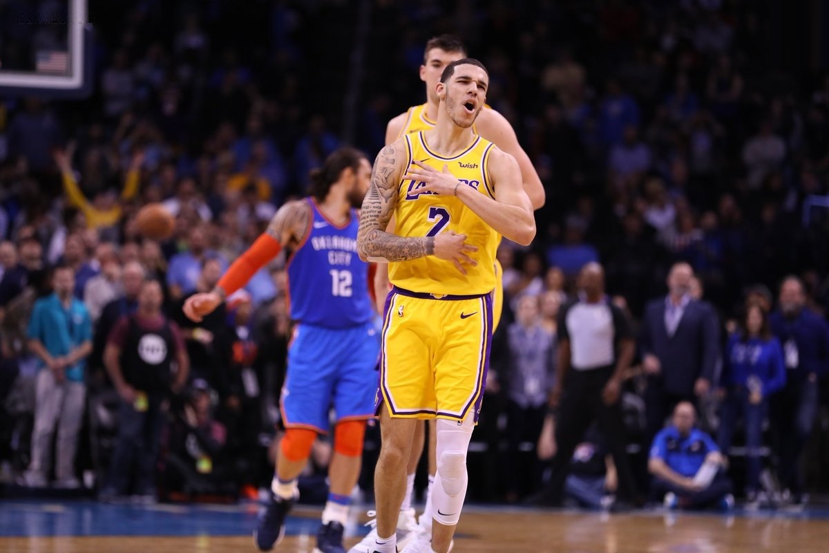 Lonzo Ball, Los Angeles Lakers vs Oklahoma City Thunder at Chesapeake Energy Arena