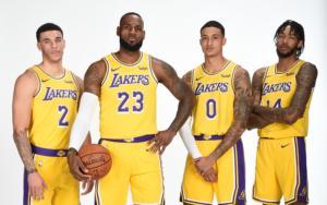 Gli uomini più attesi del 2018/19 gialloviola. Da sinistra: Lonzo Ball, LeBron James, Kyle Kuzma e Brandon Ingram