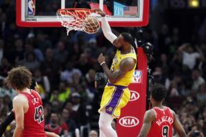 LeBron James, Los Angeles Lakers vs Chicago Bulls at United Center