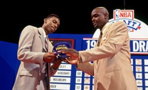 Penny Hardaway (a sinistra) e Chris Webber furono scamibati durante il draft 1993