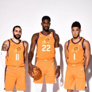 Ricky Rubio, DeAndre Ayton e Devin Booker con le nuove divise dei Suns