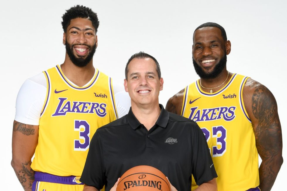 Coach Frank Vogel e le due stelle dei Lakers: Anthony Davis e LeBron James